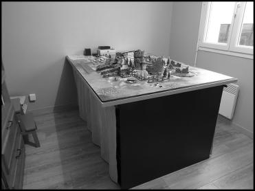 Le 2e nerf de la guerre ! Pouvoir laisser le matos de peinture est un énorme plus, mais avoir sa propre table 120x180 fixe c'est carrément le pied !