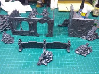 Je commence petit, mais le kit permet de monter 2 ou 3 gros bâtiments. La suite bientôt...
