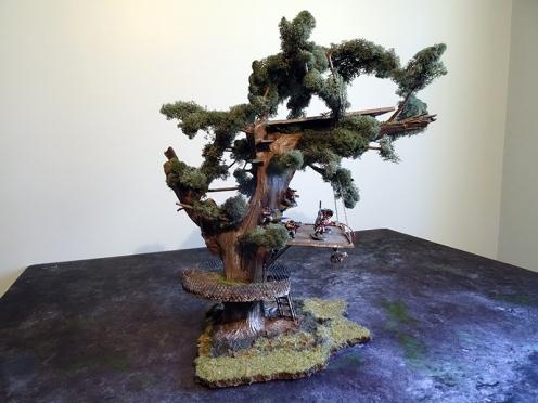 Des arbres maousses truffés de passerelles, c'est l'idée